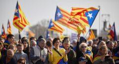"""El independentismo denuncia un """"ataque a la democracia"""" y convoca ante los ayuntamientos"""