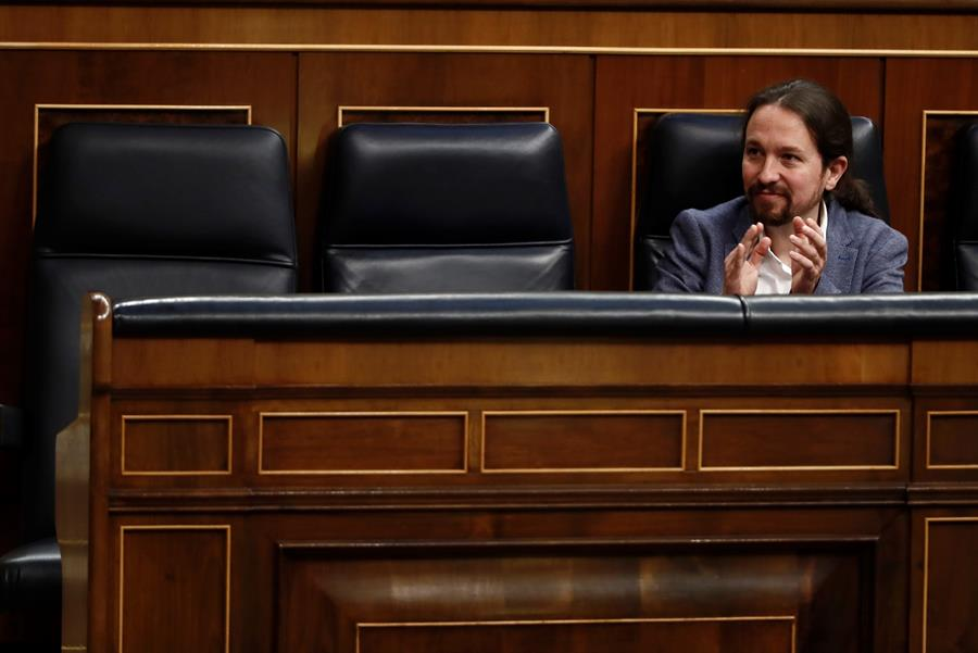Sánchez premia a Iglesias con un puesto en la comisión que supervisa al CNI