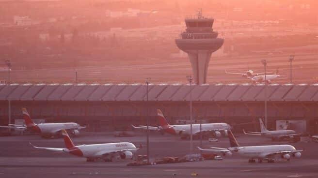 Aviones de Iberia, estacionados en la plataforma del aeropuerto Madrid-Barajas.