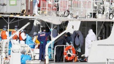Más 7.000 personas, retenidas en cuarentena en dos cruceros en Hong Kong y Japón