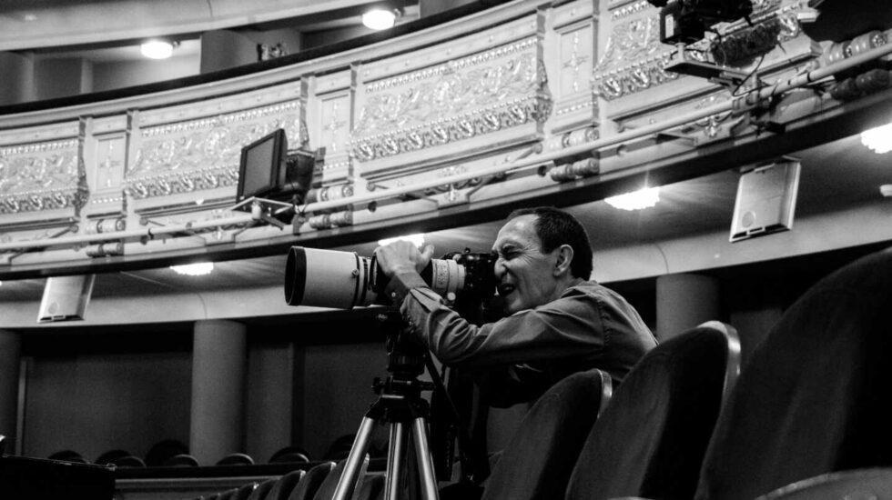 Javier del Real fotografía durante un ensayo en el Teatro Real