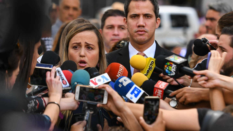 Juan Guaidó y esposa de su tío