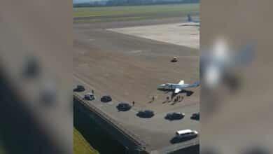 Pedro Sánchez va a un mitin del PSOE en jet privado y con un séquito de diez vehículos