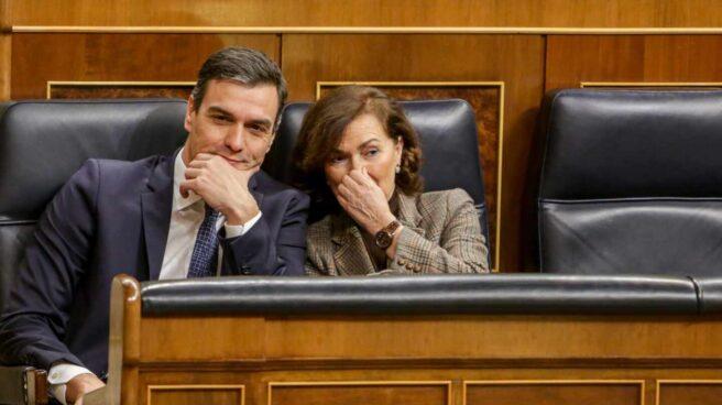 Pedro Sánchez y Carmen Calvo, en la bancada del Gobierno del Congreso de los Diputados.