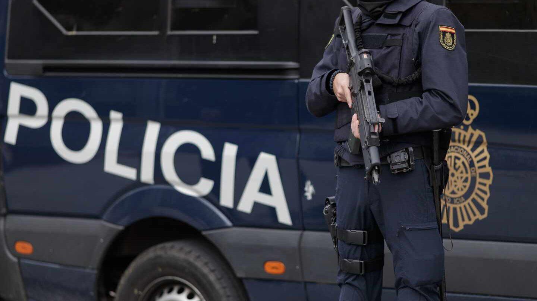 Un agente de la Unidad de Intervención Policial (UIP), de servicio en el centro de Madrid.