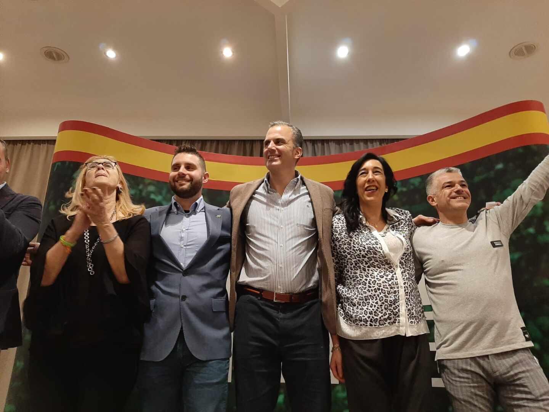 Ortega Smith junto a los candidatos de Vox en Euskadi.