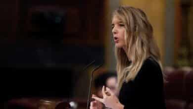 PP y Vox se unen para exigir que el Gobierno rinda cuentas semanalmente en el Congreso