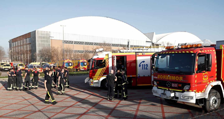 Equipos de emergencia en el aeropuerto de Madrid-Barajas.