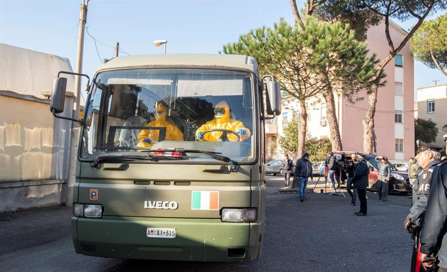 Turistas italianos procedentes del crucero Diamond Princess.