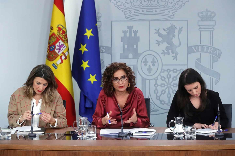 La ministra de Trabajo, Yolanda Díaz, junto a la ministra de Hacienda, María Jesús Montero.