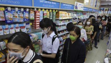 China cambia el método de contabilización del coronavirus y eleva a 1.113 las muertes