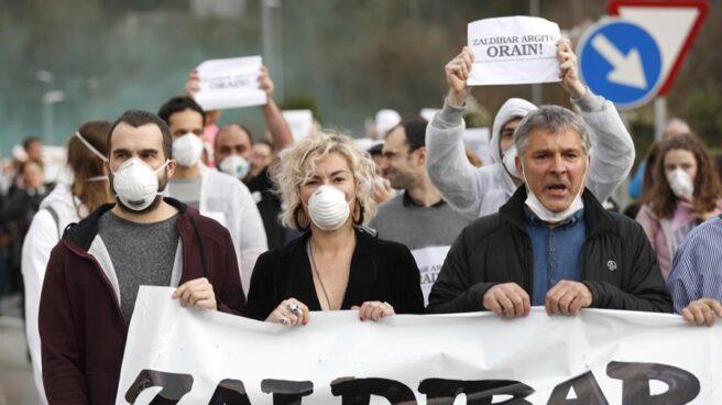 Manifestación por la gestión de la información sobre los contaminantes tras el accidente del vertedero de Zaldibar.