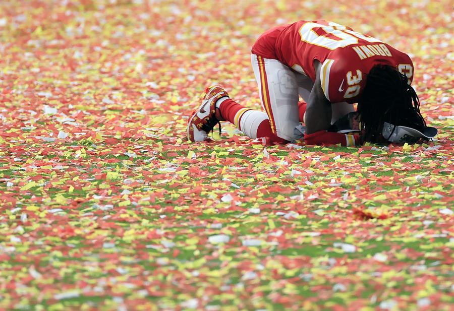 Imagen de Alex Brown, de los Kansas City Chiefs, tras la final del domingo