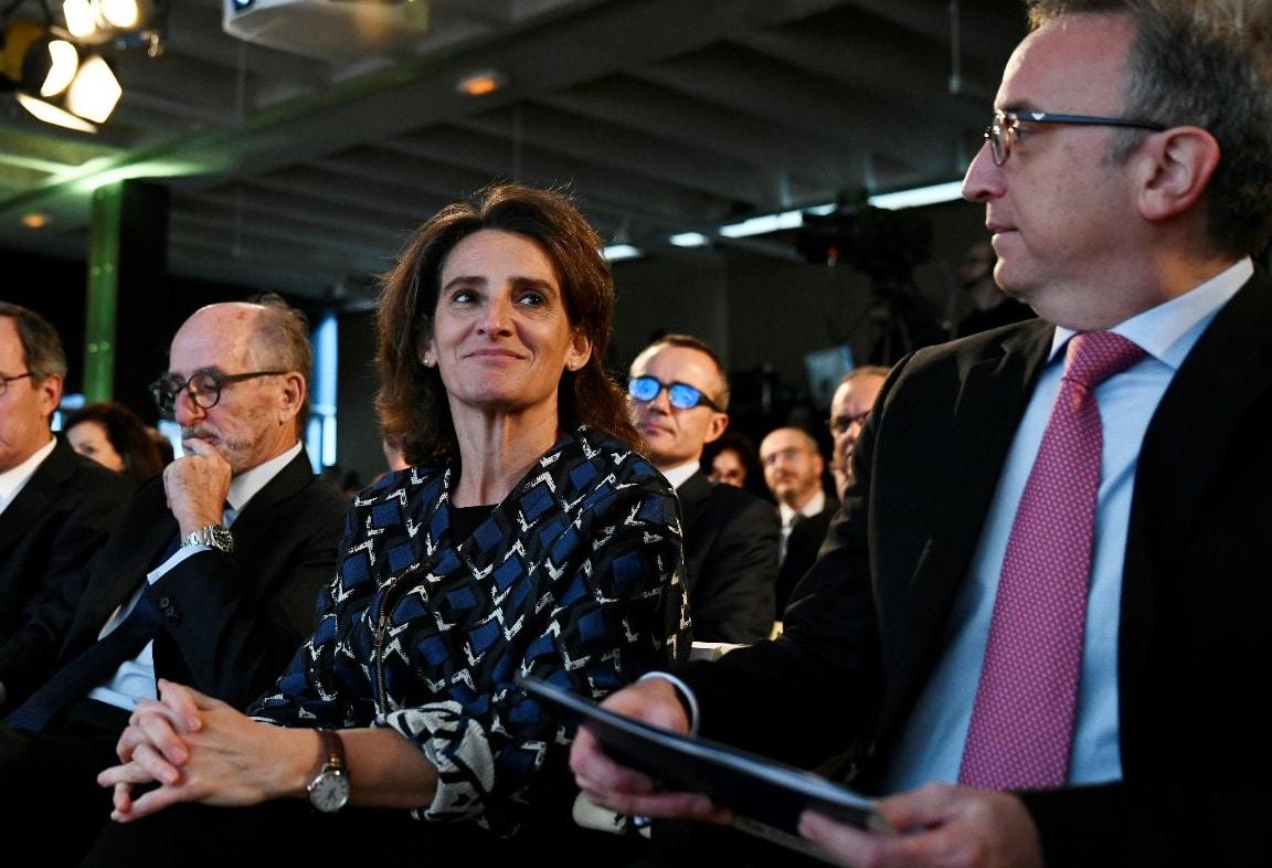 La ministra para la Transición Ecológica, Teresa Ribera, junto al presidente de Repsol, Antonio Brufau, y el presidente de BP España, Luis Aires.