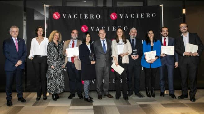 Francisco Vaciero, presidente de Vaciero, junto a los ganadores y finalistas de los III Premios Vaciero de Periodismo.