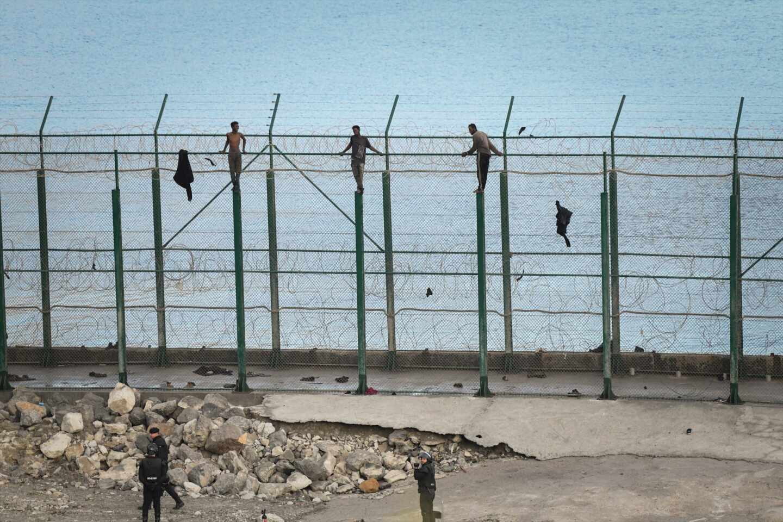 El Gobierno equipara Ceuta y Melilla con la franja de Gaza, Belfast y el muro de Trump