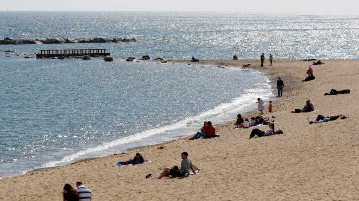 Un hombre de 89 años se ahoga en la playa de Somorrostro de Barcelona