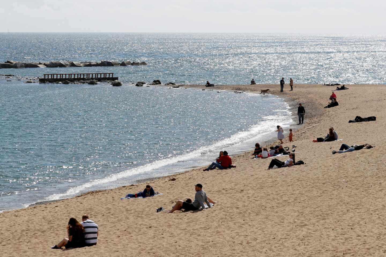 La brecha provincial de inmunizados agranda las dudas sobre el turismo en verano