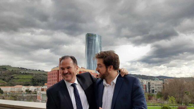 El candidato de PP+Cs, Carlos Iturgaiz, junto al líder de Ciudadanos en Euskadi, Luis Gordillo.