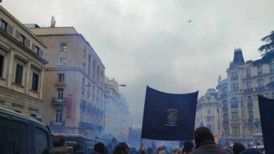 Policías de Jusapol rompen el cordón de seguridad en su manifestación frente al Congreso