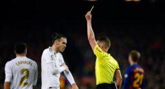 El árbitro Hernández Hernández durante el último clásico disputado en el Camp Nou