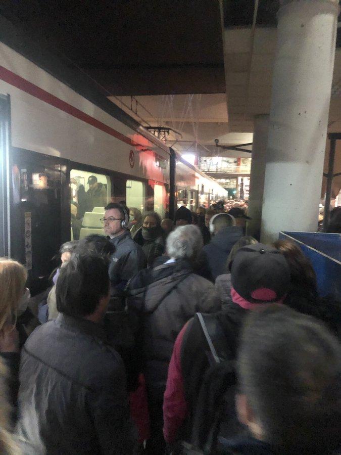 """Quejas por aglomeraciones en los Cercanías de Renfe: """"Vergüenza"""""""