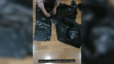 Técnicos radiólogos difunden un tutorial para fabricar batas con bolsas de basura