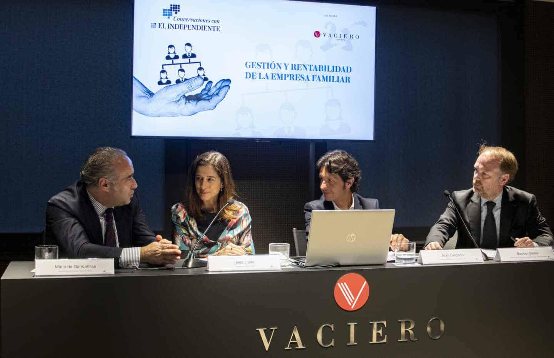 Debate sobre la gestión de la empresa familiar en la sede de Vaciero en Madrid.