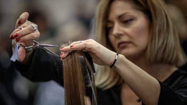 Por qué el Gobierno ha decidido que las peluquerías sigan abiertas