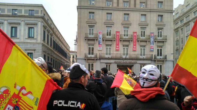 Policías nacionales, protestando la pasada a las puertas del Congreso por el veto a la ILP de la equiparación salarial.