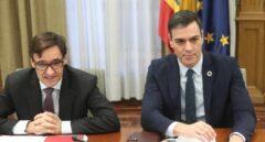 El ministro Salvador Illa y Pedro Sánchez, en una de las reuniones de seguimiento.