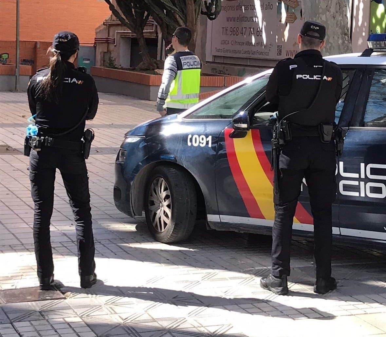 Una pareja de agentes de la Policía Nacional, durante un servicio.