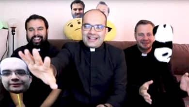 """Curas """"youtubers"""" y funeral online: palabra de Dios en el coronavirus"""