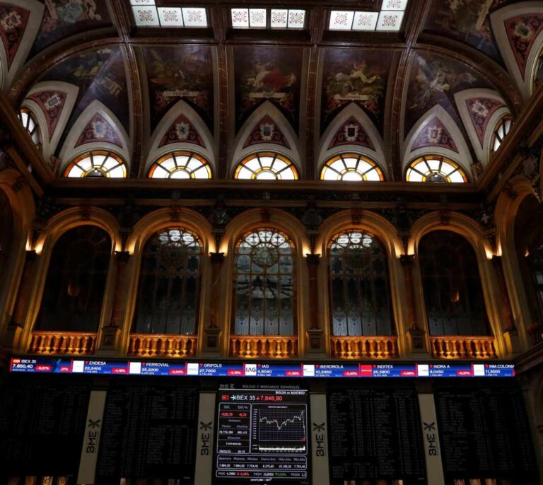 El Ibex se desploma un 3% tras las pérdidas de las empresas por el Covid