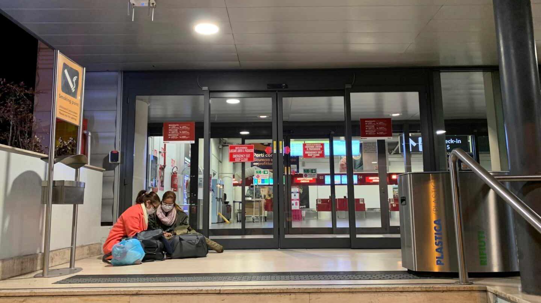 Pasajeros en el aeropuerto de Roma.