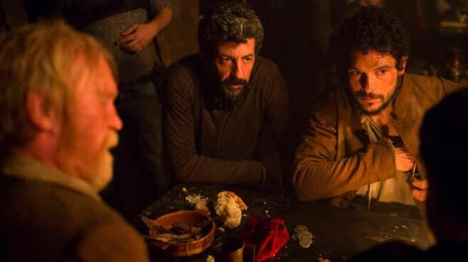 Alberto Rodríguez y el actor Pablo Molinero, durante el rodaje de 'La peste'.