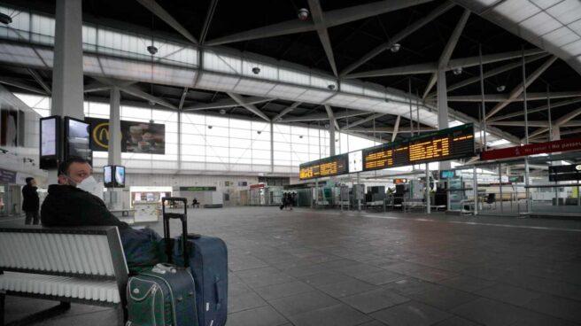 Estación del AVE de Valencia casi vacía.