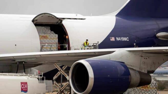 Avión con material sanitario donado por Inditex.