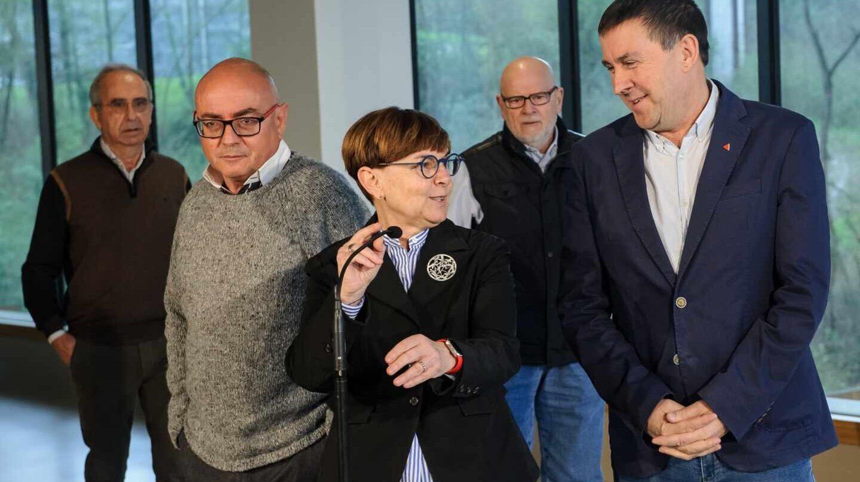 Javier Madrazo, Gema Zabaleta y Arnaldo Otegi durante la presentación del comunicado de apoyo a EH Bildu.