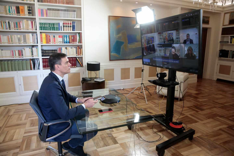 Pedro Sánchez preside por videoconferencia la reunión de medidas para el coronavirus.