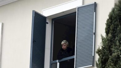 Terelu Campos sale a aplaudir junto a sus vecinos al balcón por el coronavirus