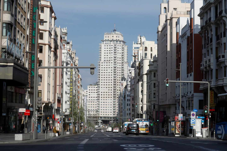 Galería | Perros, colas y rebeldes: así vive España el primer día de confinamiento