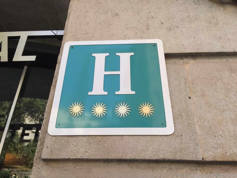 El Gobierno crea una lista de 371 hoteles que sí deben abrir para alojar sanitarios o policías