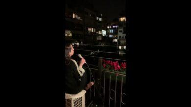Ruth Lorenzo canta desde su balcón y es ovacionada por los vecinos