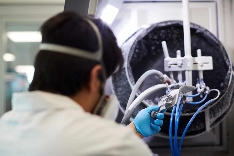 Fabricación de un respirador con una impresora 3D por el Consorcio Zona Franca-SEAT-HP-Leitat.