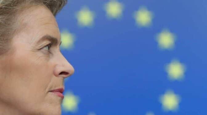 Bruselas se inclina por mantener suspendidas las reglas sobre déficit y deuda en 2022