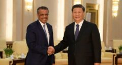 El director general de la OMS, Tedros Adhanom, con el presidente chino Xi Jinping.