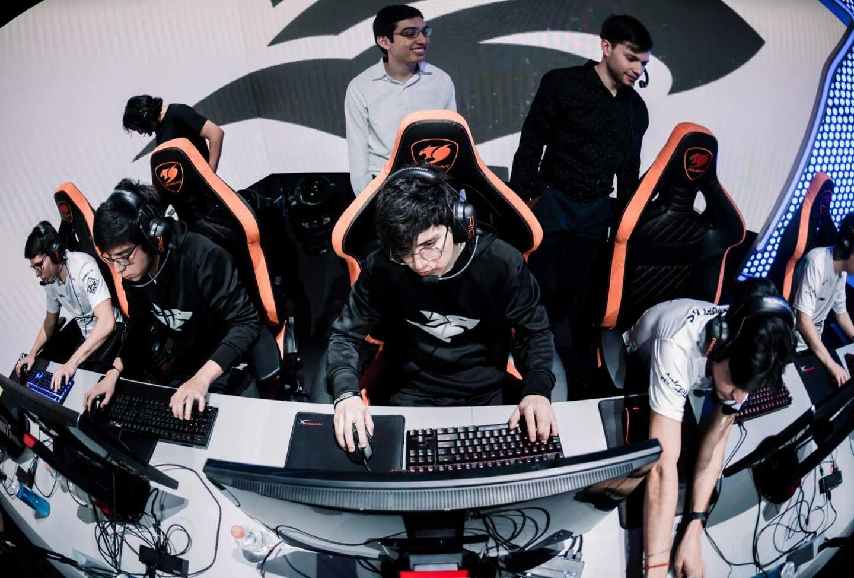 Imagen del equipo mexicano Isurus, que participa en la Liga latinoamericana de League of Legends