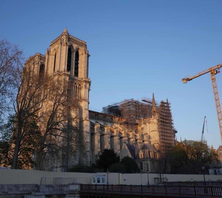 La campana de Notre Dame vuelve a sonar en el aniversario del incendio que arrasó la catedral