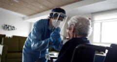 Cataluña interviene en una residencia de Lérida por un brote con 120 ancianos contagiados
